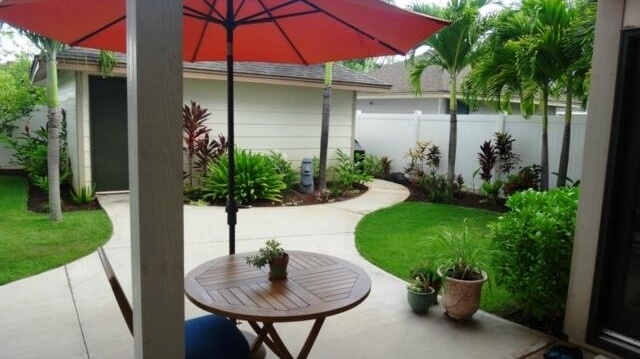 Enjoy your lanai and perfectly landscaped backyard for entertain
